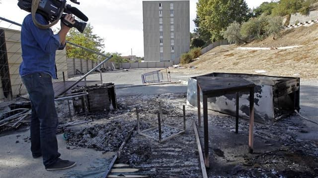 Vestiges d'un campement de Roms dans un quartier du nord de Marseille, où la police est intervenue jeudi pour un différend avec des habitants avant de finalement accompagner les Roms à l'extérieur du quartier. Le Parti de gauche, les écologistes et des or
