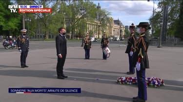 Commémoration du 8-mai: Emmanuel Macron dépose une gerbe devant la statue du général de Gaulle