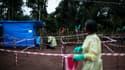 Des soignants travaillent dans une unité en quarantaine d'Ebola, le 13 juin 2017 à Muma, en République démocratique du Congo.
