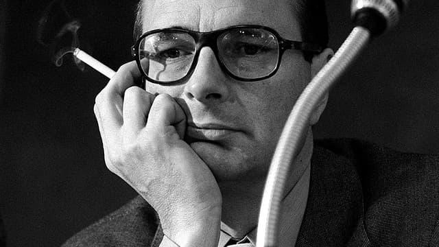 Jacques Chirac à Nice en 1976, il était alors Premier ministre. Il est devenu depuis une icône du ringard cool.