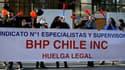 Les travailleurs de la plus grande mine de cuivre du monde, Escondida, au Chili, en grève