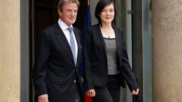 Clotilde Reiss en compagnie du ministre des Affaires étrangères Bernard Kouchner, dimanche à l'Elysée. Au lendemain de sa libération par les autorités iraniennes, l'universitaire française est arrivée dimanche à la mi-journée en France et s'est aussitôt r