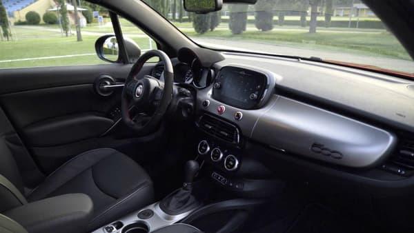 Notre Fiat 500 X était équipée du pack sport, avec le volant en alcantara.
