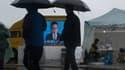 L'allocution du Premier ministre sud-coréen retransmise ce dimanche 27 avril depuis le port de Jindo, au large duquel s'est produit le drame.
