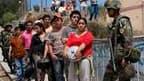 Distribution de nourriture mardi à Constitucion, ville côtière au sud-ouest de Santiago du Chili. Le gouvernement chilien a dépêché hélicoptères et bateaux pour accélérer la livraison d'aide aux rescapés du séisme qui a frappé le pays samedi et dont le de