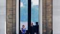 Le roi Albert II à la sortie du Palais royal de Laeken, à Bruxelles. Le roi des Belges a accepté la démission d'Elio di Rupo, chef de file des socialistes wallons, qui avait été chargé de former un gouvernement et a confié aux présidents de la chambre des
