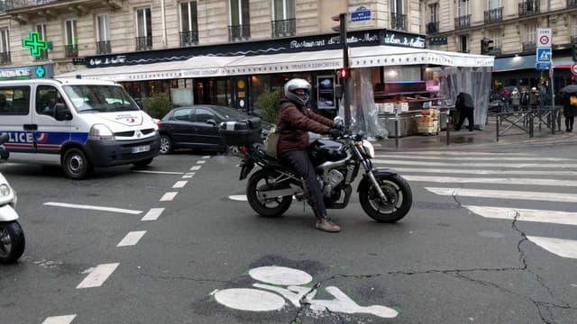 Un sas vélo non respecté à Paris en 2018.