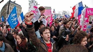 Henri Guaino accuse la préfecture de police de donner des chiffres mensongers sur la manifestation