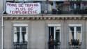 Une banderole sur un balcon parisien, le 20 avril 2020.