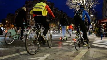 Des cyclistes le 17 décembre 2019 à Paris