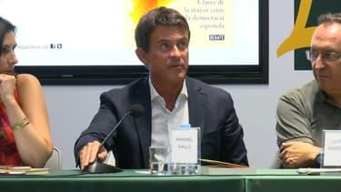 """""""Je pense que c'est un opportuniste"""", les Barcelonais sceptiques face à la possible candidature de Manuel Valls"""