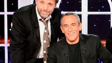 """Stéphane Guillon et Thierry Ardisson sur le plateau de """"Salut les terriens!"""" en 2010"""