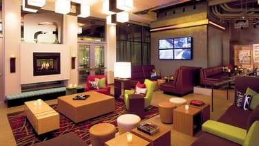 Le salon lounge de l'hôtel Aloft à New York.