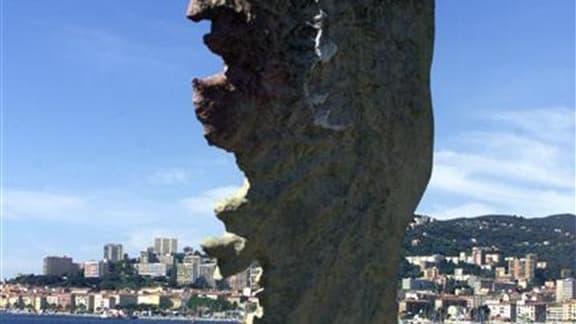 L'enquête sur le 17e meurtre de l'année en Corse, celui à Ajaccio du président de la Chambre de commerce Jacques Nacer, ramène la police vers la piste du grand banditisme insulaire, phénomène dont l'expansion semble échapper aux autorités. /Photo d'archiv