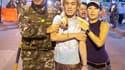 Evacuation d'un blessé après une explosion à Bangkok. Une série d'explosions à la grenade a frappé jeudi le quartier des affaires de la capitale thaïlandaise, faisant au moins trois morts et 75 blessés, dont quatre étrangers, sur fond de tensions entre ma
