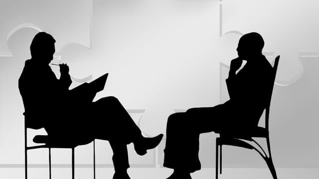 Les entretiens de plus d'une heure restent marginaux, et surtout plus prisés des hommes en charge du recrutement : 13% déclarent être adeptes de ce format, pour seulement 3% des recruteuses.
