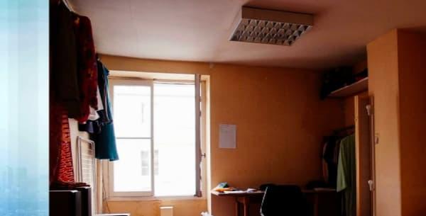 Dans l'immeuble, les squatteurs ont occupé des appartements vacants.
