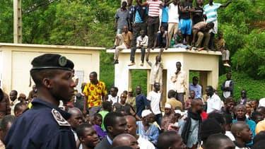 Des milliers de personnes ont manifesté mercredi à Bamako, la capitale malienne, pour apporter leur soutien à la junte militaire qui a renversé la semaine dernière le président Amadou Toumani Touré, accusé de laxisme face à la rébellion touarègue dans le