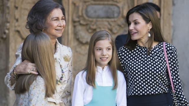 La reine Sofia en compagnie de Letizia d'Espagne et ses filles Sofia et Leonor à Palma de Majorque, le 1er avril 2018