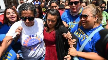 Evelyn Hernandez à la sortie du tribunal de San Salvador (Salvador), le vendredi 16 août