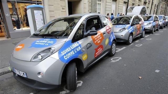 """La mairie de Paris et Europcar ont trouvé un accord à l'amiable pour conserver au service francilien de location de voitures électriques son nom """"Autolib'"""", au coeur d'une bataille devant les tribunaux depuis plusieurs mois. /Photo d'archives/REUTERS/Gonz"""
