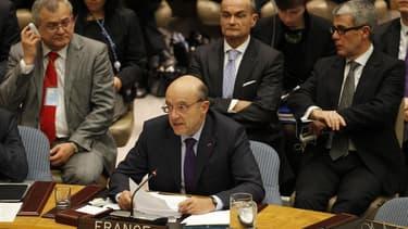 """Alain Juppé s'adresse au Conseil de sécurité des Nations unies lors d'une réunion sur la Syrie, fin janvier. Le ministre des Affaires étrangères a fait savoir dimanche qu'une initiative française en vue de former le groupe """"des amis du peuple syrien"""" sera"""