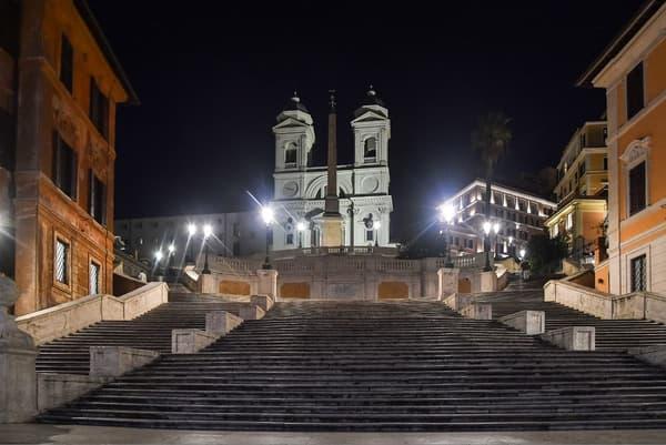 La place d'Espagne déserte, à Rome (Italie), le 11 mars 2020.