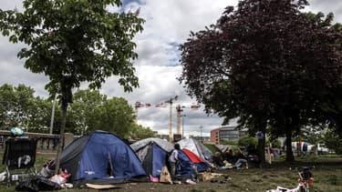 Un camp de migrants établi à la porte d'Aubervilliers, à Paris.