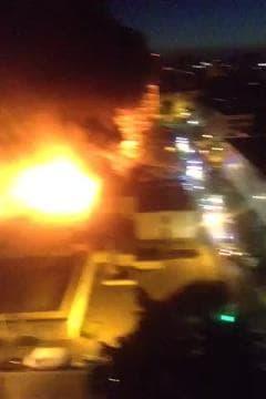 Le petit commerce du quartier en feu à Sarcelles - Témoins BFMTV