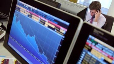 Face à des marchés de plus en plus turbulents et les contre-performances des actions et des obligations mondiales, les grands investisseurs se replient sur les placements monétaires.