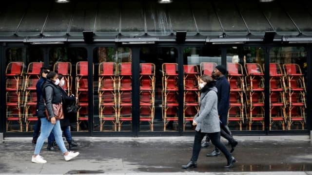 Un restaurant fermé pour cause de confinement, dans une rue de Paris le 23 novembre 2020