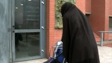 La soeur de Mohammed Merah, Souad, ici en décembre 2012, est activement recherchée par les autorités françaises.