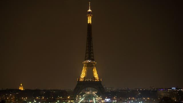 A 20h30 la Tour Eiffel s'éteindra ce samedi, comme ici en 2013.