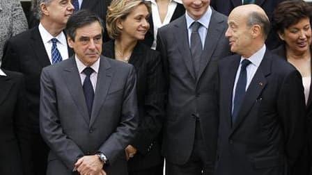La nouvelle équipe de François Fillon, annoncée le 14 novembre. Deux semaines après le choc du remaniement gouvernemental, les centristes de la majorité n'ont toujours pas accepté leur perte d'influence et multiplient les signes de mécontentement. /Photo