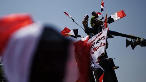 Des manifestants place Tahrir au Caire, le 30 juin.