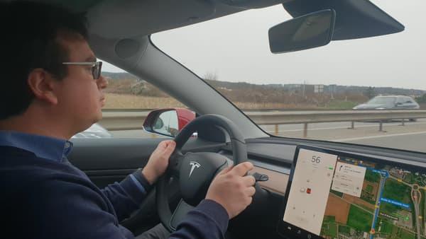 On s'habitue très rapidement à l'écran unique au centre, l'affichage de la vitesse étant positionnée sur la partie gauche.