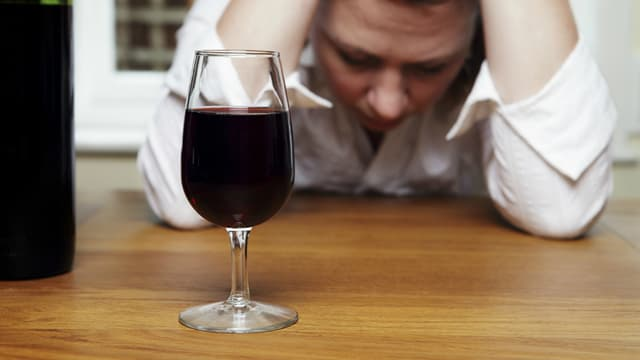 L'alcool isole. (illustration)