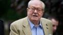 Le congrès postal du FN annulé, Jean-Marie Le Pen reste président d'honneur du parti.