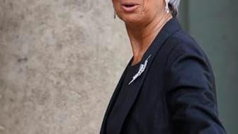 Christine Lagarde sera ce mercredi la première ministre étrangère à assister à un conseil des ministres allemands, une occasion de resserrer les liens entre Paris et Berlin après d'âpres tractations sur la Grèce. /Photo prise le 24 mars 2010/REUTERS/Vince