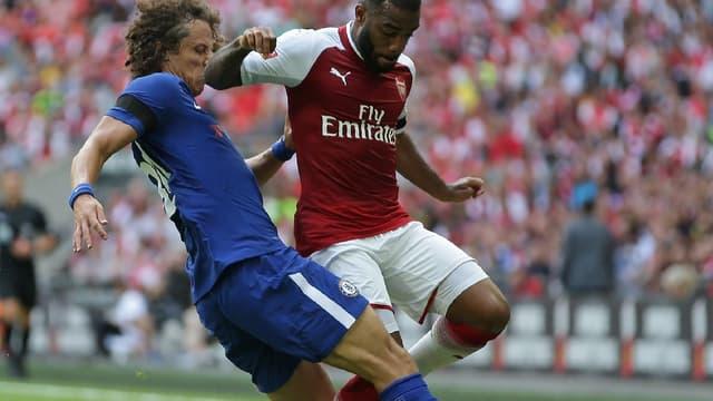 David Luiz face à Alexandre Lacazette