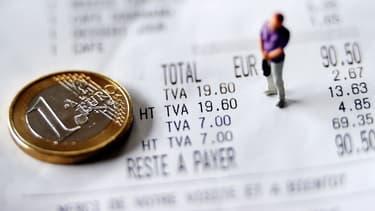 Une hausse de la TVA augmenterait à court terme les inégalités de niveau de vie et la pauvreté, selon l'Insee.