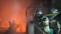 Un incendie s'est déclaré ce samedi soir dans un bâtiment de traitement de déchets à Nice.
