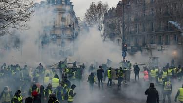 Les dégâts des violences du samedi 1er décembre à Paris s'élèvent à plus de 3 millions d'euros.