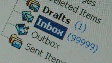 À l'heure où l'on reçoit des centaines de mails par jour, utiliser une formule de fin qui sort du lot peut retenir l'attention de votre interlocuteur.