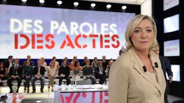 Marine Le Pen sur le plateau de Des paroles et des actes