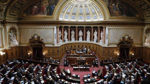 """Avec la 5G, toutes les antennes relais que vous avez dans vos territoires (...) sont susceptibles de faire l'objet d'espionnage"""", avait plaidé Bruno Le Maire à l'adresse des sénateurs."""