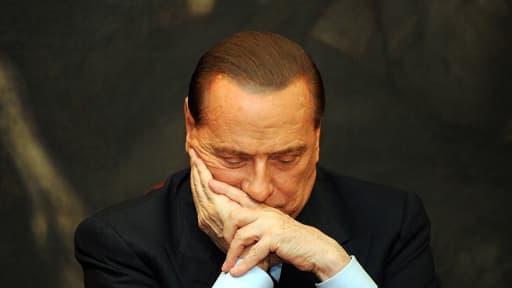 Le geste de Berlusconi a plongé l'Italie dans une nouvelle crise politique.