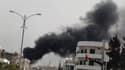 Fumée au-dessus du quartier de Malab à Homs. Des témoignages recueillis par l'organisation Human Rights Watch (HRW) dans les quartiers de Homs assiégés par les forces syriennes évoquent des centres de soins totalement débordés par les victimes des bombes