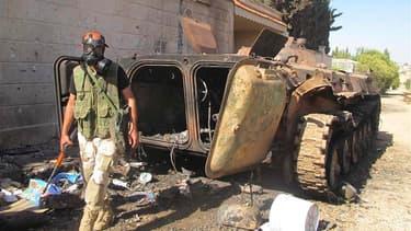 """Combattant de l'Armée libre syrienne près d'Idlib, en Syrie. Selon des sources diplomatiques, les Etats-Unis sont parvenus à la conclusion que Damas a franchi la """"ligne rouge"""" en recourant à des armes chimiques et envisagent désormais l'instauration d'une"""