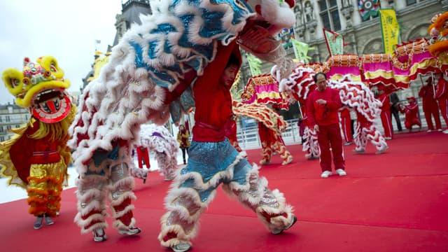 Deux défilés traditionnels auront lieu à Paris pour fêter l'année du coq.